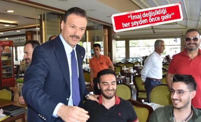 AK Parti'li Özalan, İzmir'de vatandaşlarla bir araya geldi!