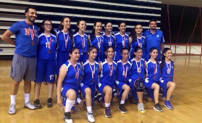 Basketbolcu kızlar, İzmir 3'cüsü oldu!