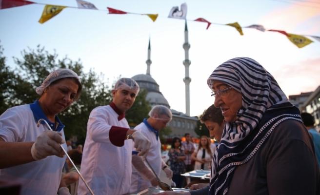 Buca'yı Ramazan heyecanı sardı: 20 bin insan misafir olacak