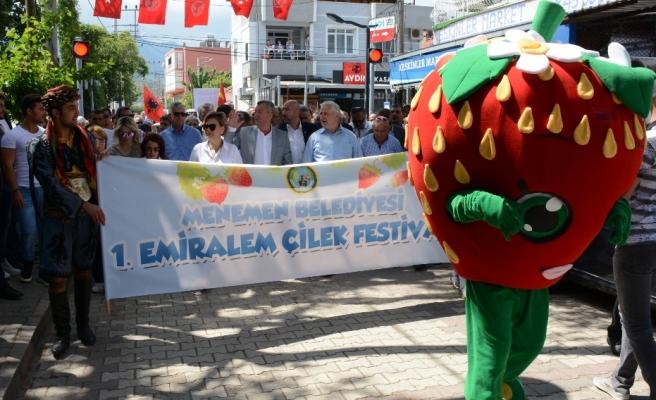 Emiralem'de, Çilek Festivali coşkusu