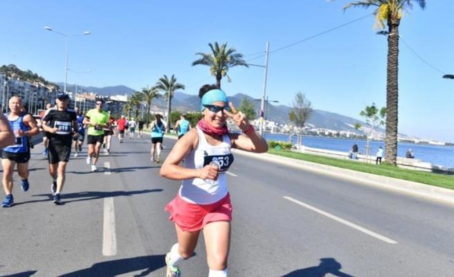 İzmir'de 19 Mayıs ruhu: 1000 atlet Ata için koştu