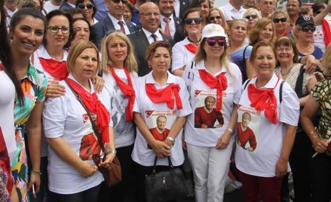 İzmir'de CHP'lilerden 'İzmir Marşı' ile kutlama
