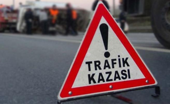 İzmir'de iki minibüs çarpıştı: 16 yaralı