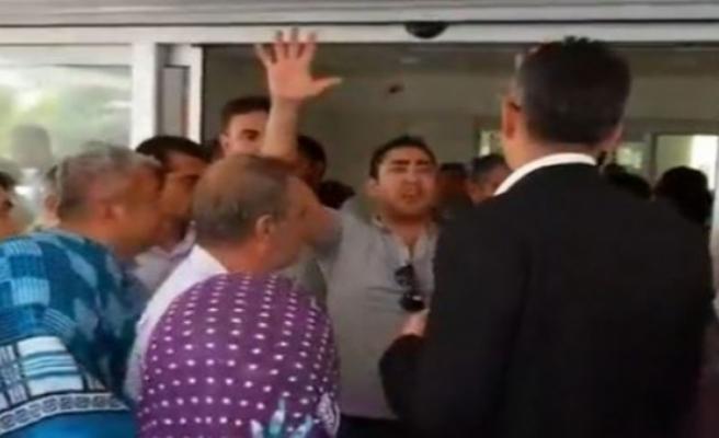 İzmir'in o ilçesi fena karıştı: Köylüler belediyeyi bastı!