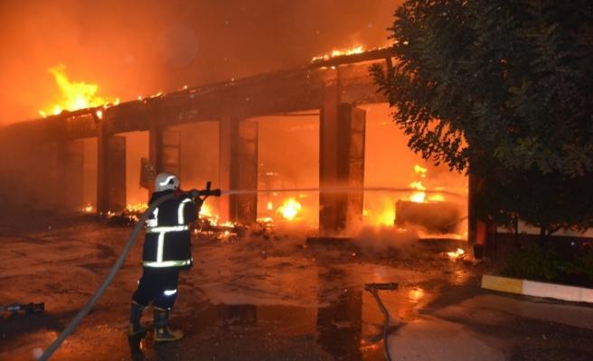 Kemalpaşa'daki fabrikada patlama! 7 işçi yaralandı