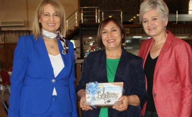 Selvi Kılıçdaroğlu, İzmir'de iş kadınlarıyla bir araya geldi