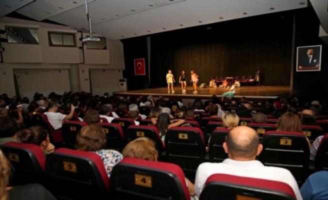 Tiyatronun yıldızları 23 yıldır Karşıyaka'dan çıkıyor