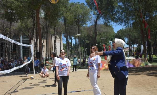 Torbalı'da 100 anne ve kız sahada buluştu