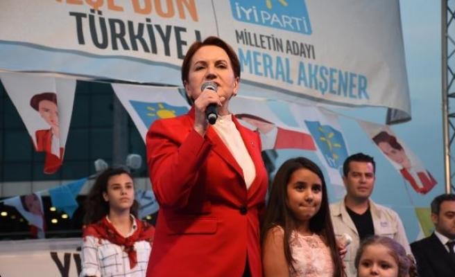 Akşener Gaziosmanpaşa'da iftar programına katıldı