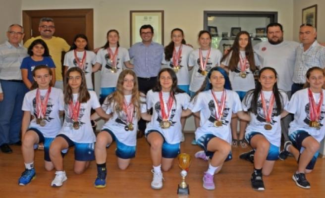Bergamalı basketbolcu kızlardan gurur veren başarı
