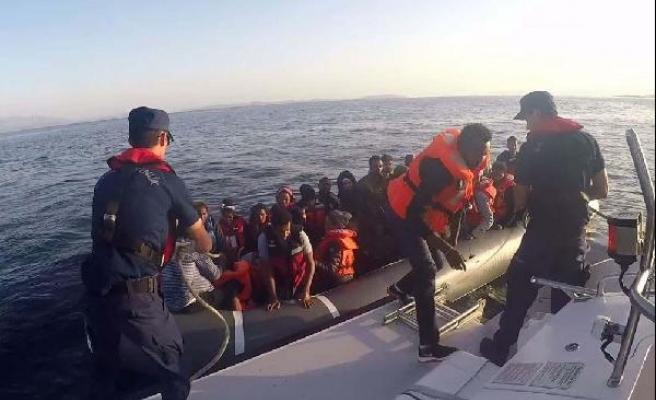 Çeşme açıklarında 47 kaçak yakalandı
