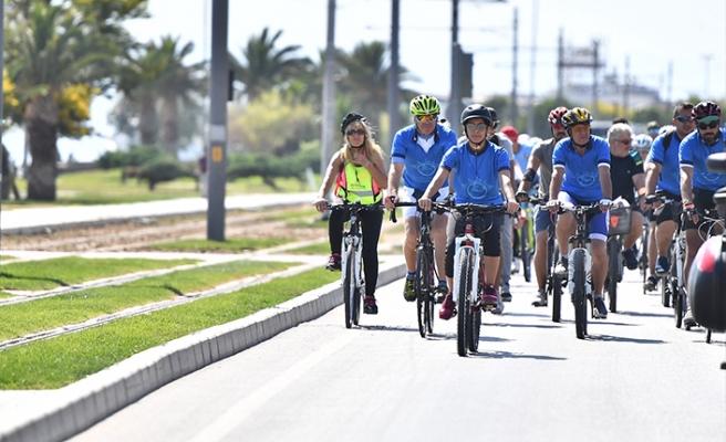 İzmir'de pedallı kutlama!