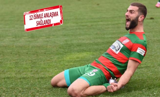 24 yaşındaki golcü, Karşıyaka forması giymeye devam edecek
