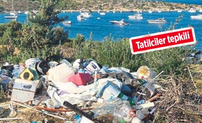 Çeşme'de yürek sızlatan görüntü: Çöp dağları