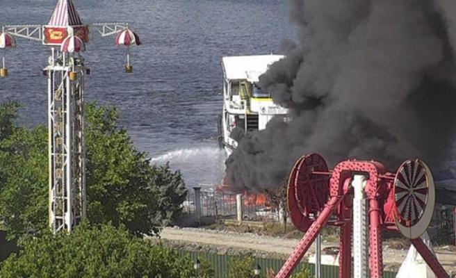 Haliç'te bir teknede yangın çıktı!