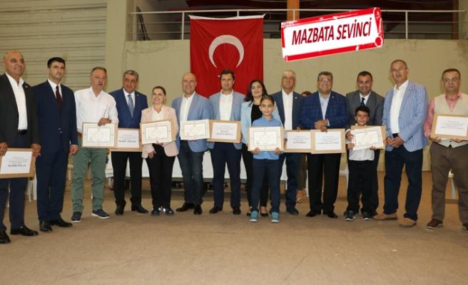 İzmir'in CHP'li milletvekilleri mazbatalarını aldı