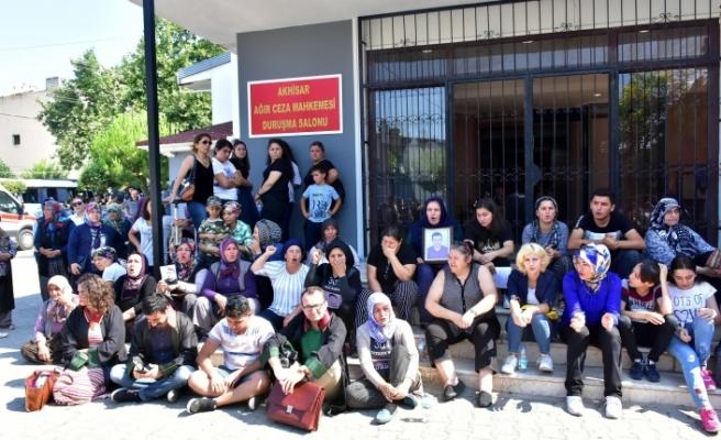 Soma faciası davası ertelendi: Oturma eylemi başlatıldı