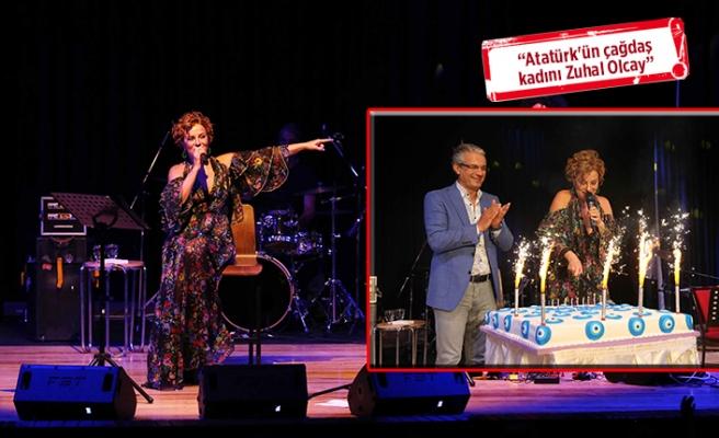 Zuhal Olcay'a Karşıyaka'da sürpriz doğum günü