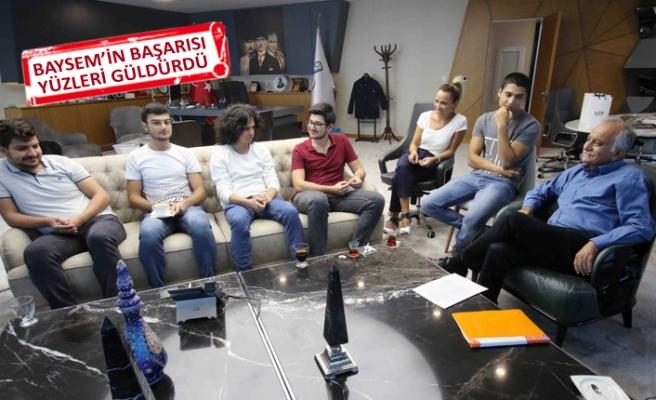 Bayraklı'nın yeni üniversitelileri, Karabağ'a teşekkür etti
