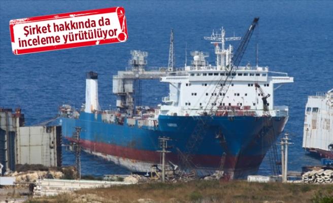 Foça'da denizi kirleten gemiye giriş çıkışlar yasaklandı