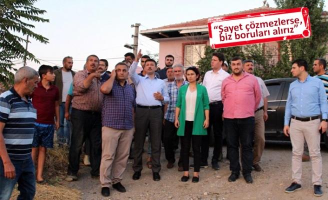 Köylüler AK Partili Dağ'ın aracını durdurup, yardım istedi!