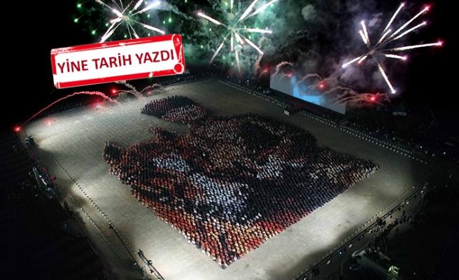 Bayraklı'da hayran bırakan Cumhuriyet kutlaması!