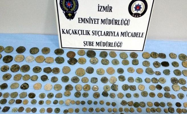 İzmir'de 561 tarihi eser ele geçirildi