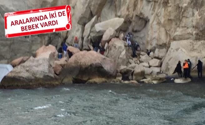 Kayalıklarda mahsur kalan mültecileri, sahil güvenlik kurtardı