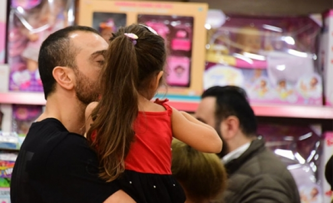 Okan Kurt, kızıyla hasret giderdi