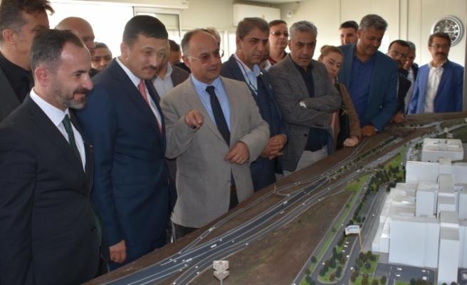 AK Parti'li Dağ'dan şehir hastanesi inşaatında inceleme