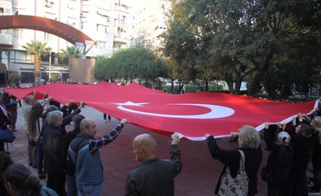Atatürk'ü, annesinin kabri başında andılar