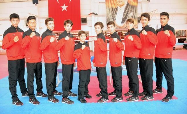 Beş İzmirli Avrupa sahnesinde ! İzmirli teakwondocular Polonya'da madalya arayacak
