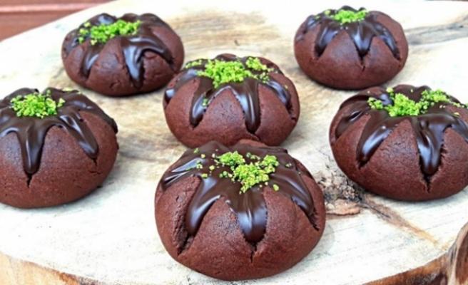Bol çikolatalı yanardağ kurabiye tarifi