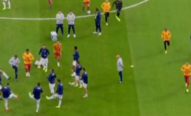 Derbi öncesi saha içinde gerginlik! İki futbolcu...
