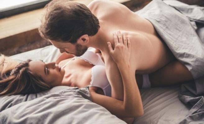 Erkeklerin yatakta beklediği 5 hareket!