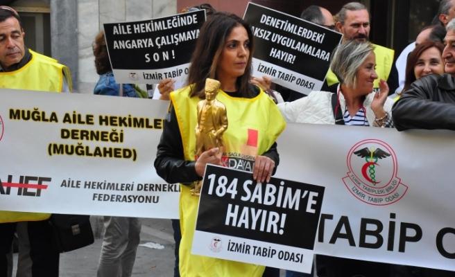 İzmir'de aile hekimleri 'mobbinge hayır' eylemi yaptı