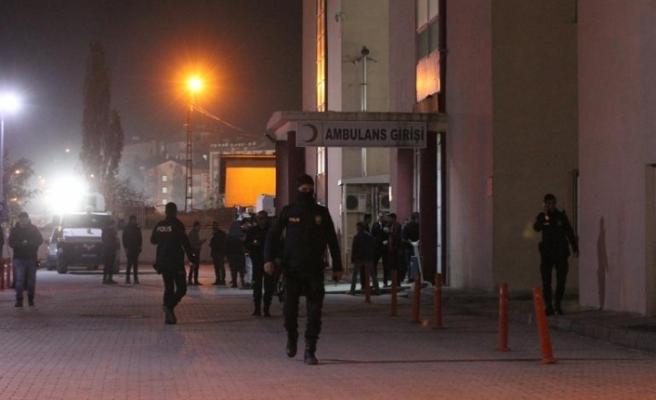 25 asker yaralandı, 7 asker aranıyor