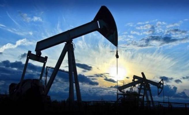 Petrol neden düşüyor? Türkiye bu düşüşten ne kazanıyor?