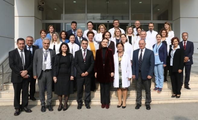 Rektör Hotar, onkoloji servisindeki çocukları ziyaret etti