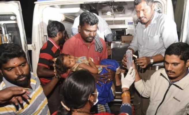Hindistan'daki bir tapınakta dağıtılan pilavı yiyen 11 kişi öldü