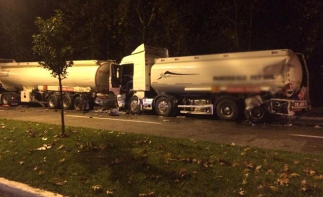 İzmir'de akaryakıt yüklü kamyonlar kaza yaptı