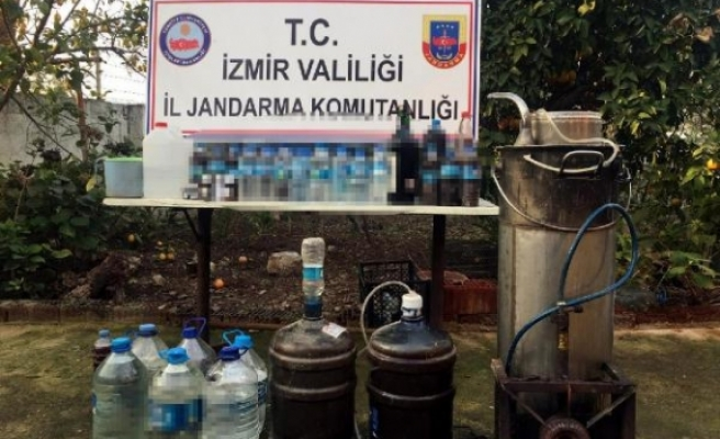 İzmir'de evde rakı üretti; kahvede sattı