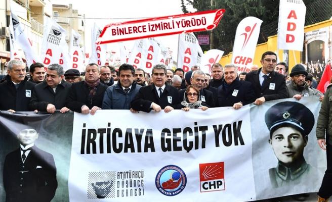 """İzmirli """"devrim şehitlerini"""" unutmadı"""