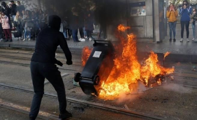 Öğrenciler sokakta, Macron'a güvensizlik oylaması…