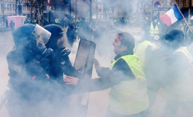 'Sarı Yelekliler' yine sokaklarda : çok sayıda yaralı var