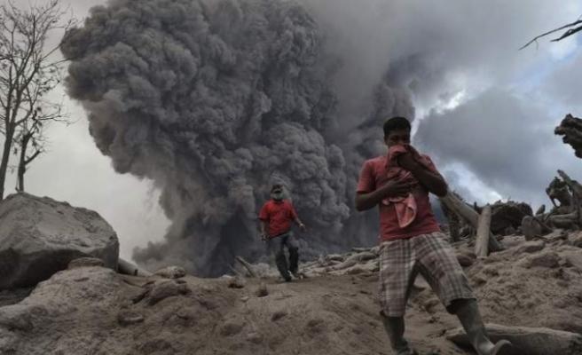 Yanardağdaki patlama tsunami yarattı