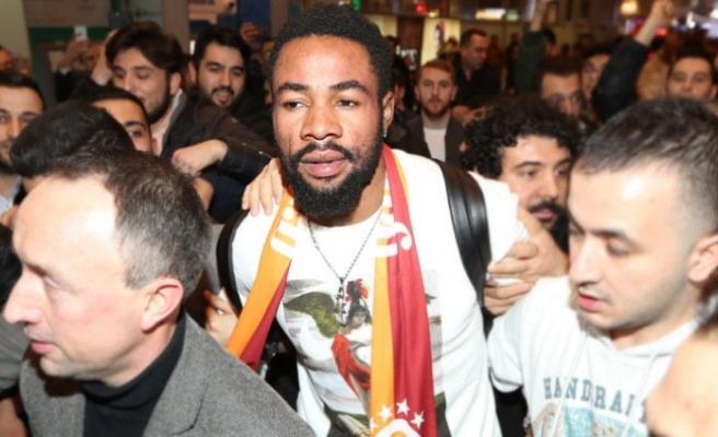 Galatasaray'ın yeni transferine coşkulu karşılama