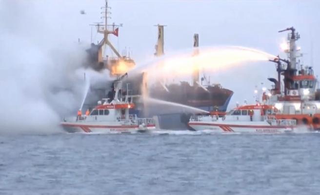 İstanbul Pendik açıklarında gemi yangını!