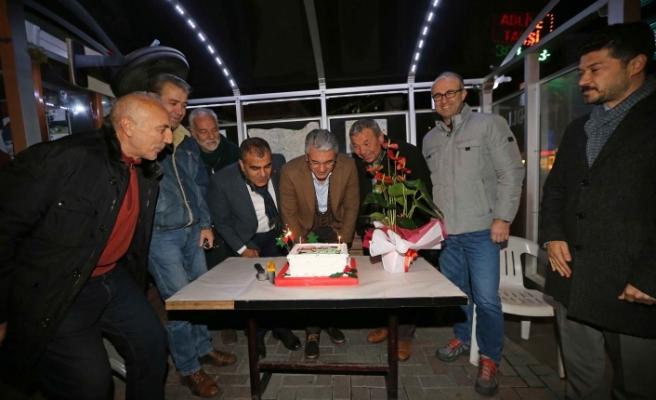 Karşıyaka'da Akpınar, 2019'u taksicilerle karşıladı