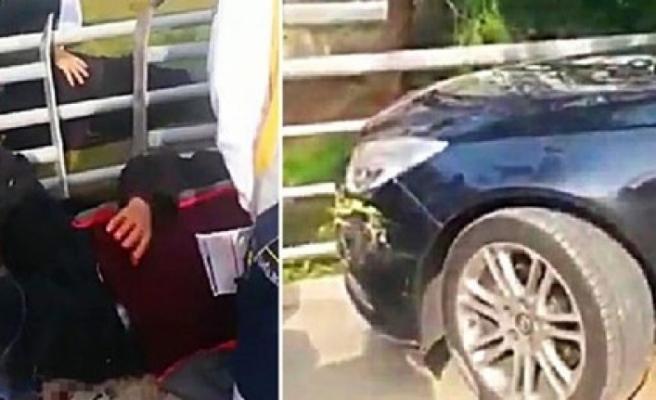 Otomobil yayaların arasına daldı: 3 yaralı